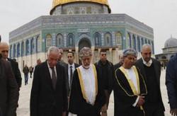 وزير خارجية عمان يزور القدس ويصلي بالمسجد الاقصى