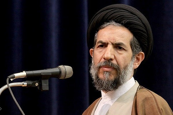 خطيب جمعة طهران:  رسالة مسيرات 11 شباط ترسيخ  العلاقة بين الشعب والقائد