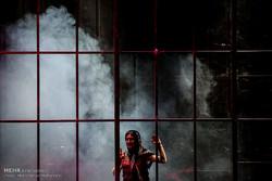 اجرای نمایش در مه بخوان