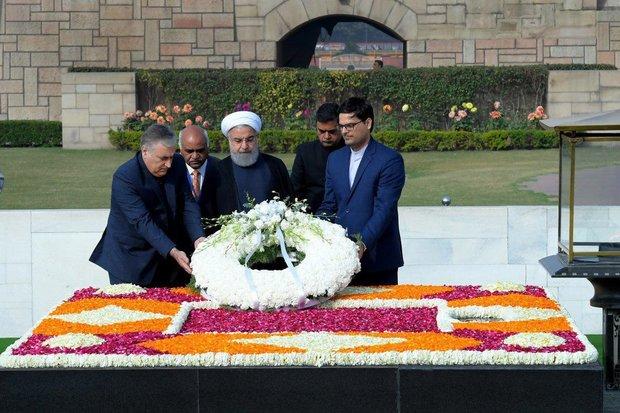 حسن روحاني يزور ضريح مهاتما غاندي