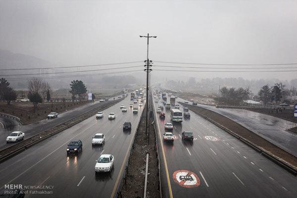 بارش باران در گیلان و آذربایجان شرقی/ مه گرفتگی در محور فیروزکوه