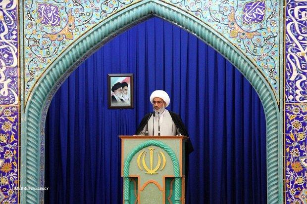 مساجد زمینه رشد جوانان در فضایی پر از کمال را فراهم سازند