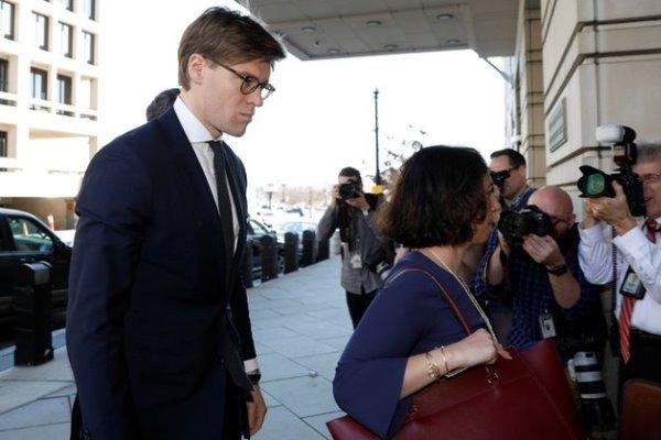 دستیاران سابق ترامپ به همکاری پنهانی با وکلای خارجی متهم شدند