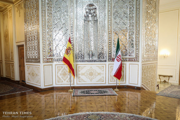 Zarif meets Spanish counterpart in Tehran