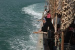 اولین کاروان راهیان نور دریایی وارد جزیره خارگ شد