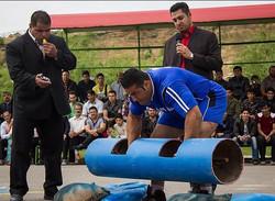 دانشگاه پیام نور اراک قهرمان مسابقات قویترین مردان مرکزی شد