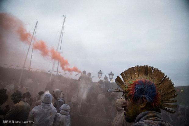 جشنواره پودرهای رنگی در یونان