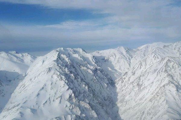 هلی برن نیروهای امدادی برای جستجودر ارتفاعات پازن پیر دنا آغاز شد