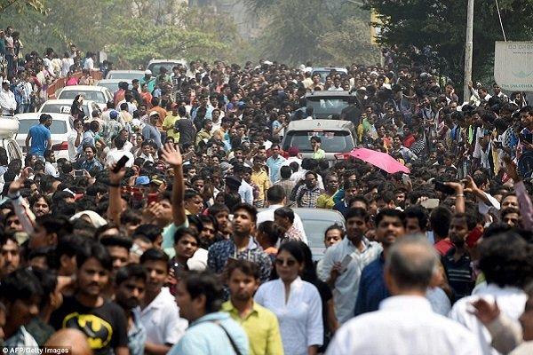 مقتل عشرة وإصابة العديد في انهيار مبنى بوسط الهند