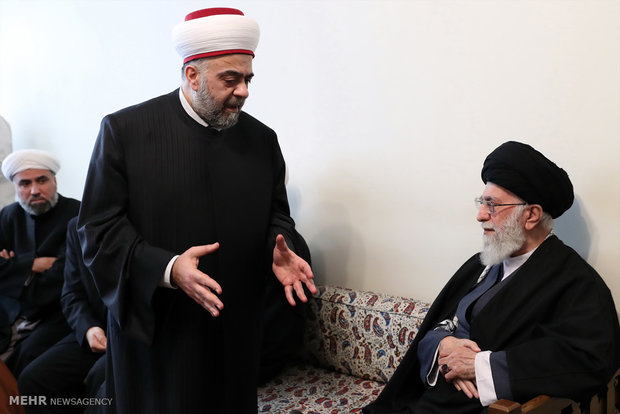 Leader recieves Syrian Min. of Endowment in Tehran