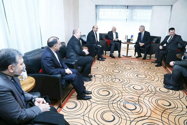 Zarif meets with Bosnia's foreign trade min.