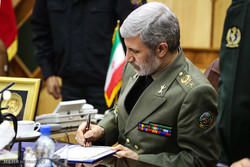 وزیر دفاع دریافت نشان درجه یک فتح را به «دریادار سیاری» تبریک گفت