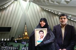 حضور همسران و مادران شهدای ترور مجلس در صحن علنی