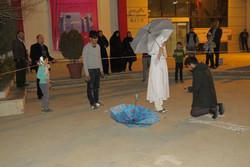 نمایش خیابانی چتر در قزوین اجرا شد