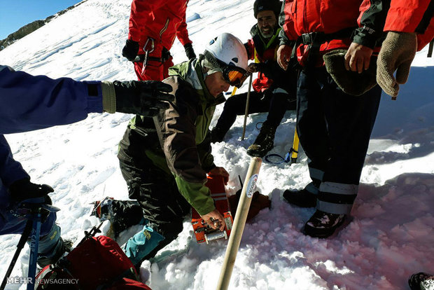 Searchers get ATR 72 block box down from top of Mount Dena