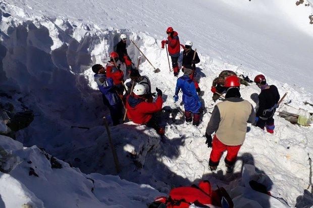کشف بخش های دیگری از پیکرها در ارتفاعات/ احتمال ریزش بهمن بالا ست,