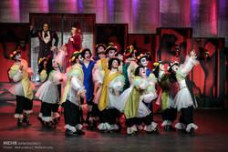 """""""Hamlet ve Don Kişot"""" tiyatro oyunu"""