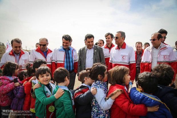 الهلال الأحمر الايراني يزرع شتلات بمناسبة يوم التشجير