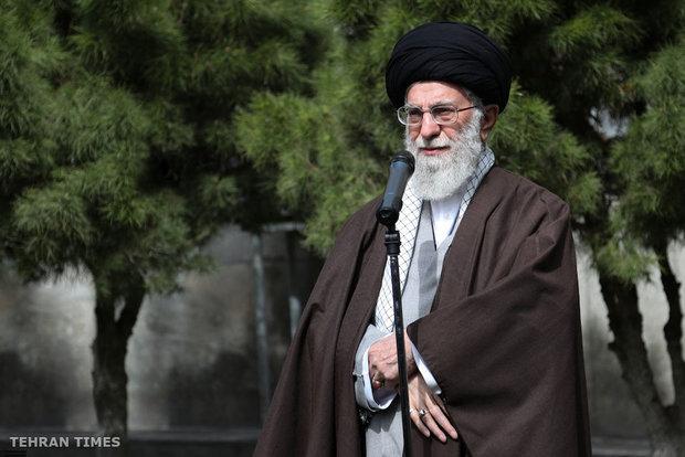 On National Tree Planting Day, Ayatollah Khamen plants tree saplings