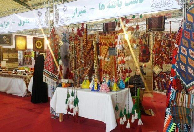 نمایشگاه صنایع دستی و سوغات در بیجار برپا شد