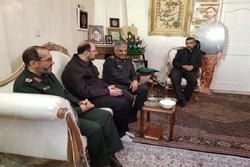 فرمانده کل سپاه با خانواده شهید محمدحسین حدادیان دیدار کرد