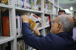 مسئولان و نخبگان کتابخوانی را در جامعه ترویج کنند