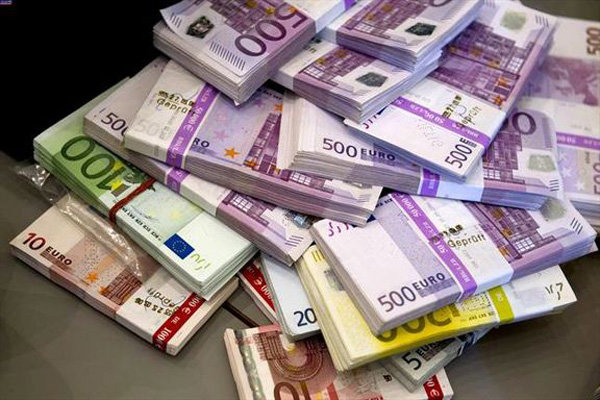 ثبات قیمت دلار/افزایش قیمت یورو
