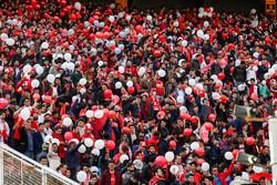 حضور ۲۰ هزار نفری هواداران/ تشویق سبز و قرمزها در ورزشگاه