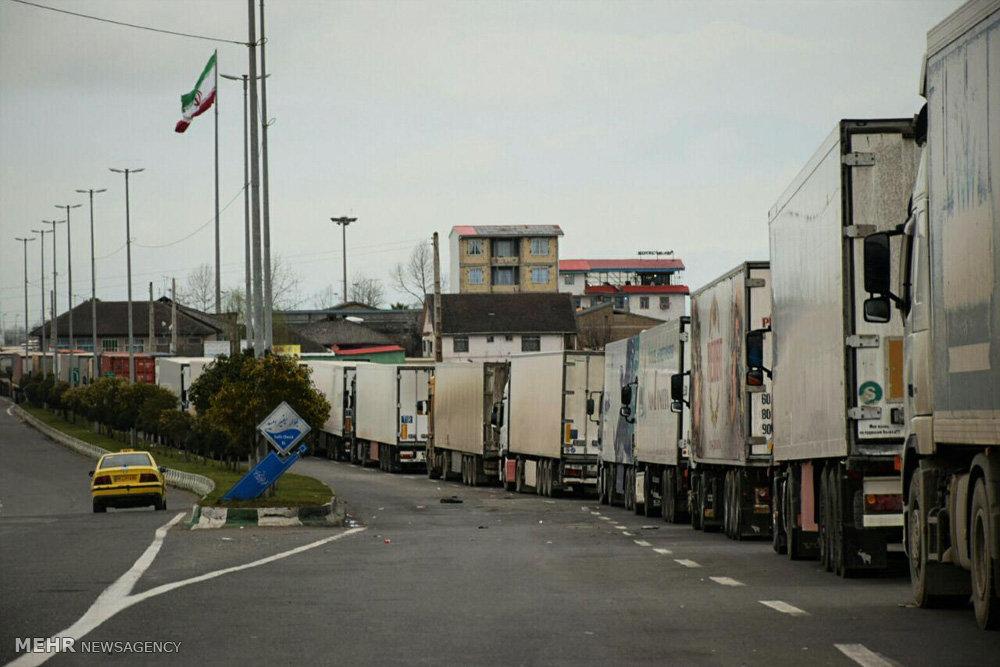 صف های طویل کامیون های ترانزیتی ایرانی و خارجی در مرز آستارا