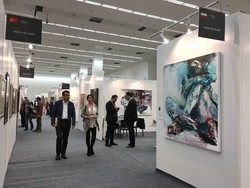 Visitors and curators stroll at ArtAnkara, a major international art fair in Ankara, Turkey on March 15, 2018. (Tehran Times/Bahman Vakhshur)