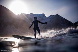 ناروے میں مائنس صفر درجہ حرارت میں سرفنگ