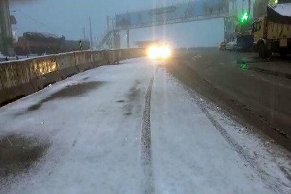 بارش برف در محور هراز سنگین است