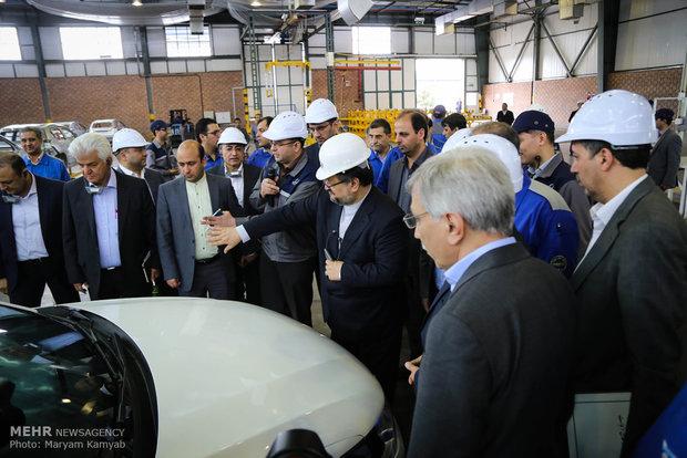 """وزير الصناعة يقوم بجولة تفقدية على مصنع انتاج سيارة """"بيجو 301"""
