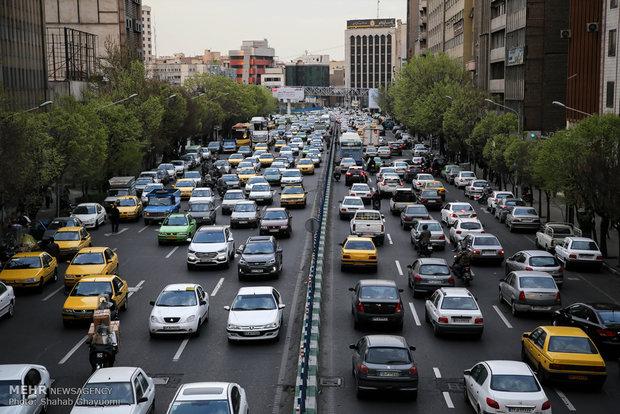 مهرماه با افزایش۳۰درصدی ترافیک آمد/ آثار شناور شدن ساعت کارادارات