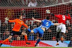 منچستر یونایتد به نیمه نهایی صعود کرد