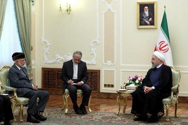روحاني: ايران عازمة على تنمية العلاقات الشاملة  والتعاون مع عمان