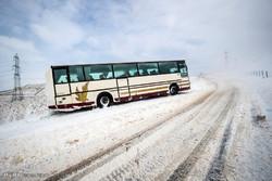 واژگونی اتوبوس در محور تهران-گرمسار/ رانندگان احتیاط کنند