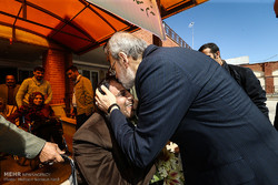 بازدید علی لاریجانی رئیس مجلس شورای اسلامی از موسسه خیریه خدمات آموزشی توان یابان رعد فاطمیه قم