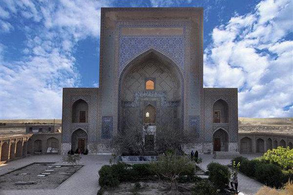 تایباد شهر اماکن تاریخی/ خربزه این شهر زبان زد است