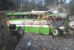 کشمیر میں مسافر بس کھائی میں گرنے سے 20 افراد ہلاک