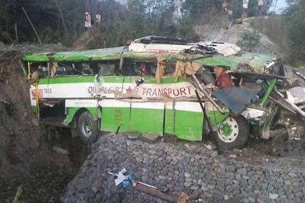 انڈونیشیا میں سیاحوں کی بس کھائی میں گرنے سے 21 افراد ہلاک
