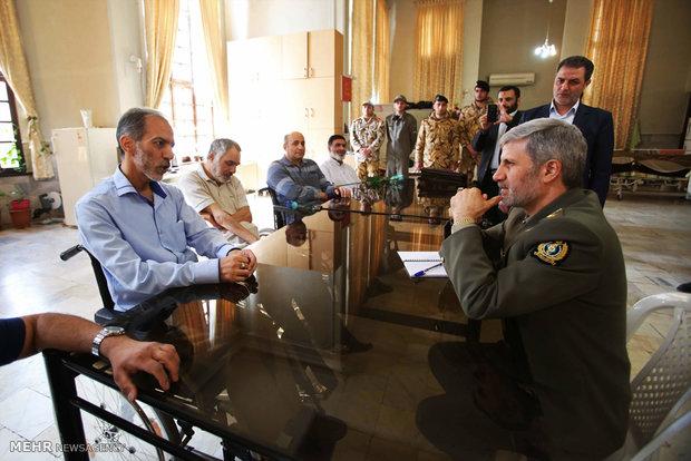 بازدید وزیر دفاع از آسایشگاه جانبازان دفاع مقدس