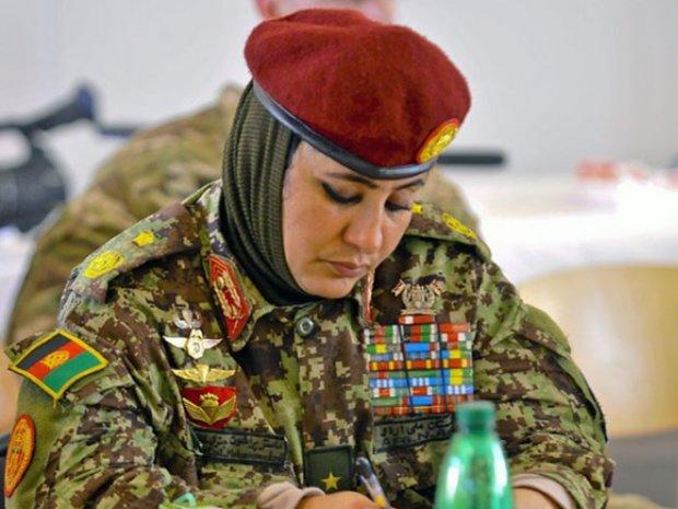 افغانستان میں پہلی خآتون جنرل کے عہدے تک پہنچنے میں کامیاب