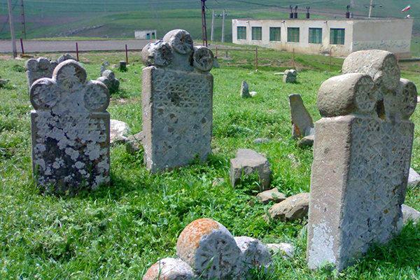 ۶ قرن تاریخ در روستاهای گرمی/ قبرهایی که گویای جایگاه اجتماعی است