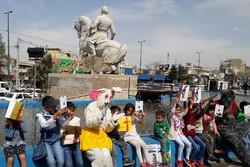 ۵۰۰ کودک «کتاب» عیدی گرفتند/ «سیزده به در» با طعم کتاب و بازیهای محلی