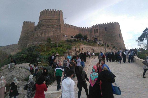 ۸ هزار گردشگر از قلعه «فلک الافلاک» دیدن کردند