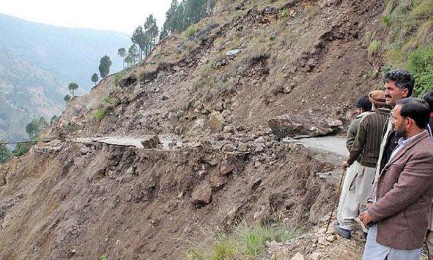 آزاد کشمیر میں لینڈ سلائیڈنگ کی وجہ سے ٹریفک معطل