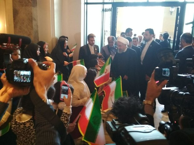 Rouhani arrives in Baku amid warm reception
