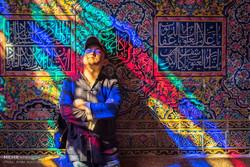 گەشتیاران لە مزگەوتی نەسیرولمولکی شیراز