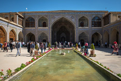 گردشگران نوروزی در مسجد نصیرالملک شیراز